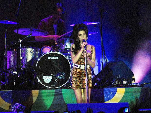 Amy Winehouse se interna novamente em clínica de reabilitação