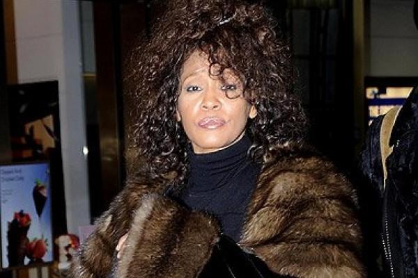 Cantora Whitney Houston Termina a Reabilitação da Dependência Química